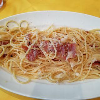 チーズと生ハムのスパゲティ(ペスケリア・ラ・ルーナ・ロッサ (Pescheria La Luna Rossa))