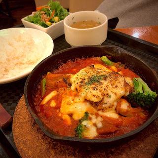 カチャトーラ 牛バラ肉の完熟トマト煮込み チーズ焼き仕上げ(イタリア厨房 シュン・ヨコハマ (SHUN YOKOHAMA))