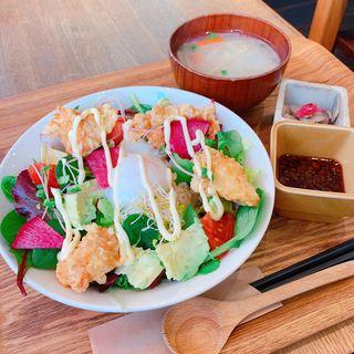 アボカド唐揚げサラダ丼(自然食カフェGRAN 大名店)