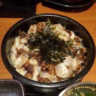 チーズ焼き牛丼(山本牛臓 麻布十番店 )