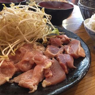 もも・鶏ハラミ定食(溶岩焼き 山賊食堂 )