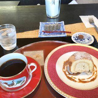 ハーフケーキと本日の一品・ブレンド(炭火焙煎珈琲 桜乃 立川店 (さくらの))