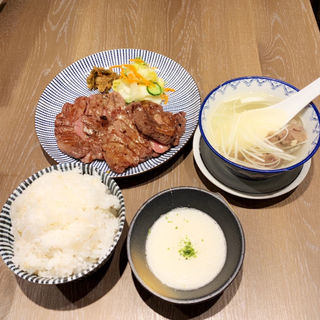 お昼の牛たん定食 大盛(牛たん焼5枚)(炭焼牛たん東山ekie広島店)