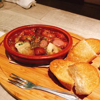 十勝産マッシュルームとソーセージのアヒージョ(海鮮イタリアン ニコバル )