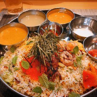 山椒とハーブ色々使った魚介のビリヤニ(スパイス料理ナッラマナム )