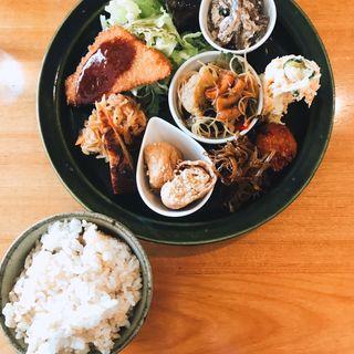 4種のそうざい定食(カメイノ食堂 )