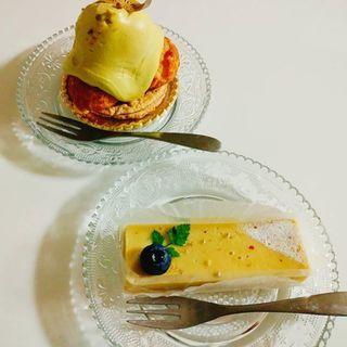 ゴルゾンゾーラチーズケーキとピスタチオプチシュー