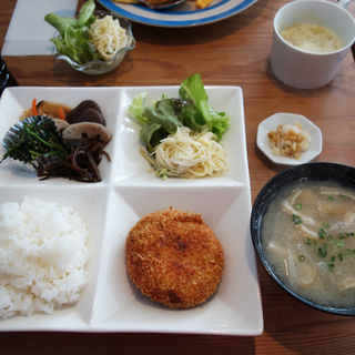 コロッケ定食(cafe ginkgo(カフェ・ジャンコ))