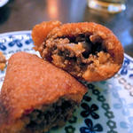 牛ひき肉団子のブルグル包み揚げ(クルド家庭料理 手芸カフェ メソポタミア)