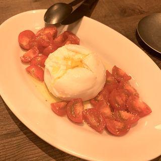 プッラータとトマトのカプレーゼ(RODEO & Cafe)