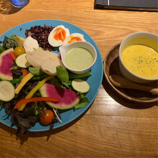 20品目の栄養たっぷりPOWERサラダプレート(New Airy (ニューエアリー【旧店名】ホシヤマ))