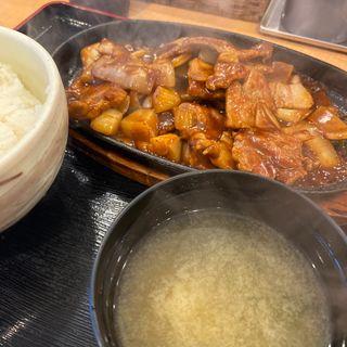 肉ジュジュ焼き定食(バーグ 吉野町店 )