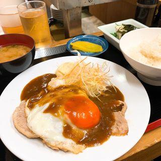 チャーシューエッグ定食(ニュー正富)