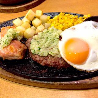 ディアボラ風ソースのせ チキングリルとハンバーグの盛合せ(サイゼリヤ 狛江東野川店 )