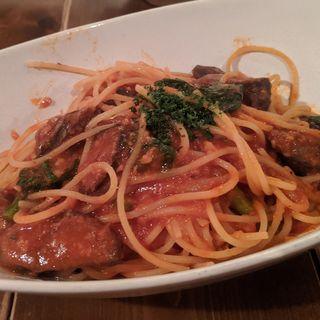 鹿ソーセージとブロッコリーのトマトソースパスタ(燕食堂 (ツバメショクドウ))