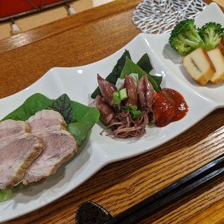 豚ロースのマリネ、ホタルイカ、自家製山椒スモークチーズ(酒と醸し料理 BY )