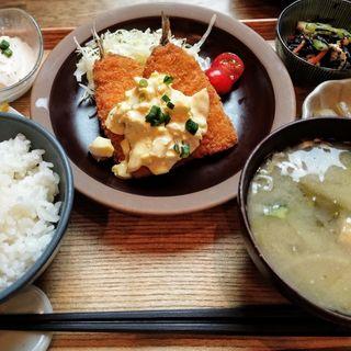 アジフライ定食(タヨリ)