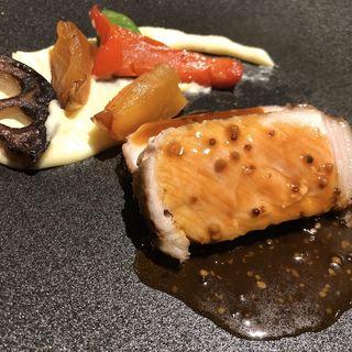 国産豚ロース肉のロースト リンゴのキャラメリゼ 粒マスタードソース(THE GRAND GINZA)