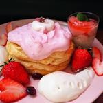 春の桜パンケーキホワイトエスプーマと苺添え