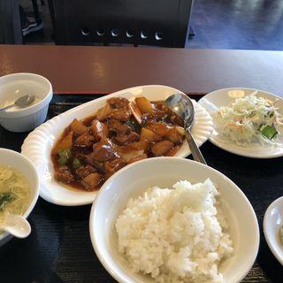 牛肉とじゃがいもの醤油ソース煮込み(食旅)