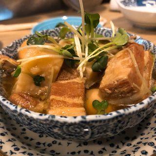 トロトロ豚の角煮とうずら玉子(うどん酒場 萬斎)