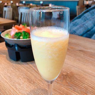 スパークリングジェラートカクテル マンゴー(チーズ&グリル フロマージョ ミント神戸)