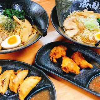 まぜそば、しょうゆラーメン、からあげ、餃子(ハラル麺亭 成田屋 大阪ミナミ店)
