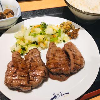 牛たん定食(4枚8切)(牛たん炭焼 利久 札幌パセオ店 )