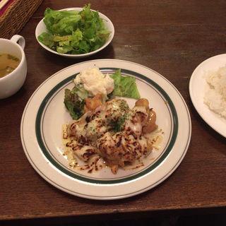 チキンの悪魔風 〜チーズのせ〜 -マスタードしょうゆ風味-(カフェ misty (ミスティー))