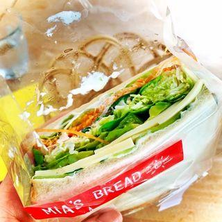 柚子胡椒アボカドチーズのサンドイッチ(ミアズ ブレッド (MIA'S BREAD))