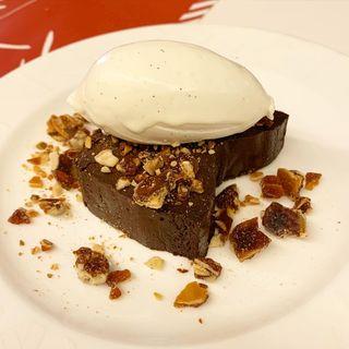 アールグレイ風味のチョコレートケーキたっぷり生クリームと(29(ヴェンティノーヴェ))