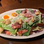 ロメインレタスと半熟卵のシーザーサラダ