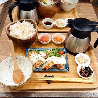 豆乳タルタルチキン南蛮膳(こめらく 贅沢な、お茶漬け日和。 博多デイトス店)