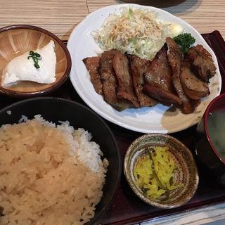 豚とろ網焼きランチ(すりみや 神田淡路町店 )
