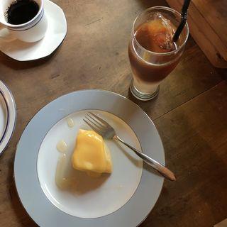 檸檬クリームのスフレチーズケーキ(granaryscoffeestand)