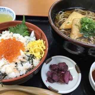 カニいくら丼ミニと蕎麦セット(お食事処 山よし )
