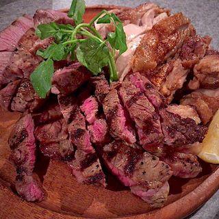 肉メガ盛り(東口ミート酒場 )