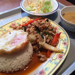 C 鶏肉のバジル炒めセット(サームロット (SAAMROT))