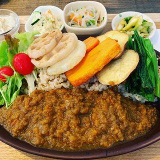 野菜たっぷり玄米カレー(玄三庵 梅田エスト店)
