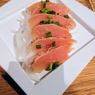 赤鶏生ハムのたたき風(焼き鳥 炙り炭火焼き をどり 横浜ランドマークみらい横丁店)