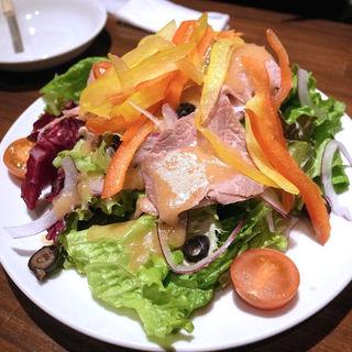 自家製ローストビーフのサラダ(ビストロ酒場 クラフト×クラフト)