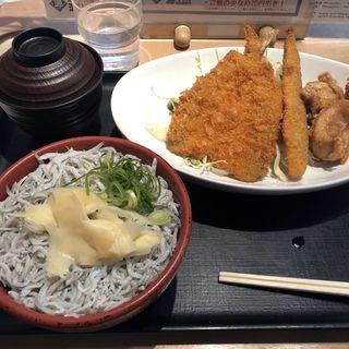 しらす干し丼と合い盛り定食(築地食堂 源ちゃん 人形町店 )