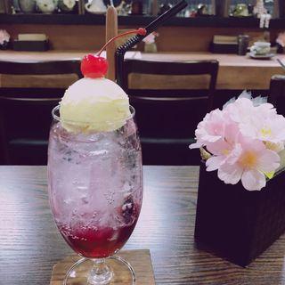 苺のクリームソーダ