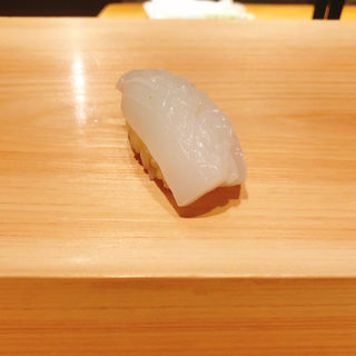白イカの握り(鮨 利崎)