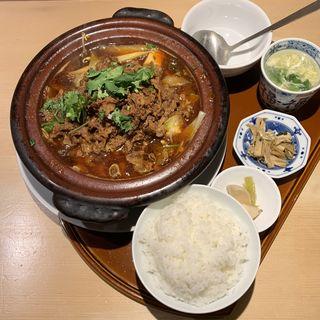 牛バラと豆腐の麻辣土鍋煮込み(龍眉虎ノ尾 西麻布)