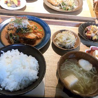 鰤のキムチ煮(社食堂)