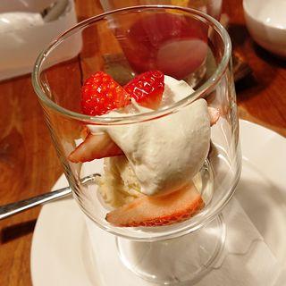苺のパフェ(キッチン ラフト)