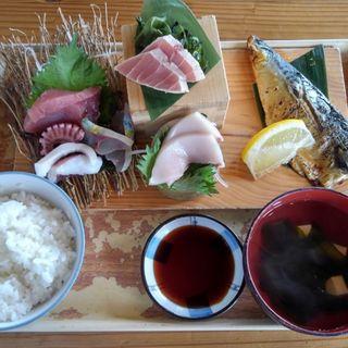 刺身五点とトロ鯖の塩焼き(国頭港食堂)