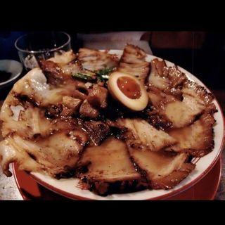 焼豚ラーメン ¥700、肉盛り ¥300、大盛 ¥100