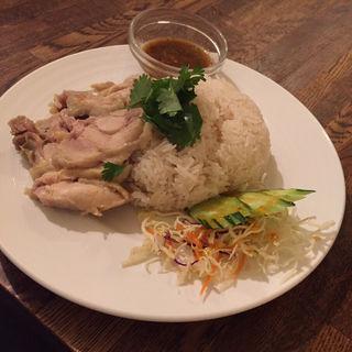 日替り(金)カオマンガイ&スープ(タイ料理 スワンナプームタイ)